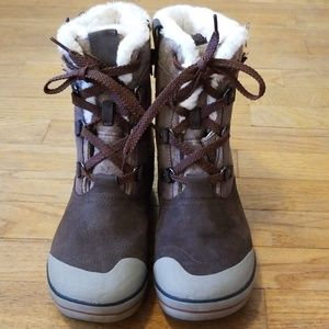 Keen winter boots (puppy damaged)